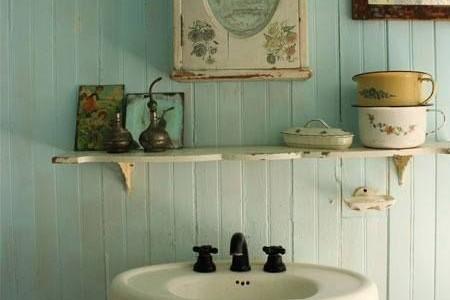Un cuarto de baño de estilo vintage