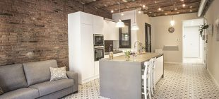 Reforma integral y de mobiliario en la calle Còrsega de Barcelona